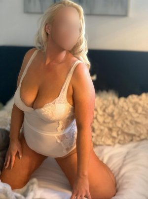 Lielle sex club in SeaTac, hookup