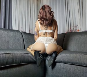 Heliena sex club in Maywood & live escort