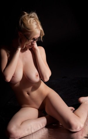 Chretienne incall escorts