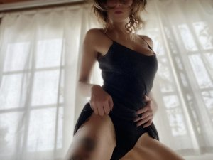 Daphnee live escorts in Moscow, speed dating